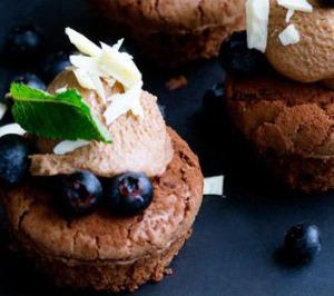 chokoladekager med nougatcreme og blåbær - Foto: Line Thie Klein